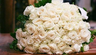 bouquet-blanc-hommage-et-deuil