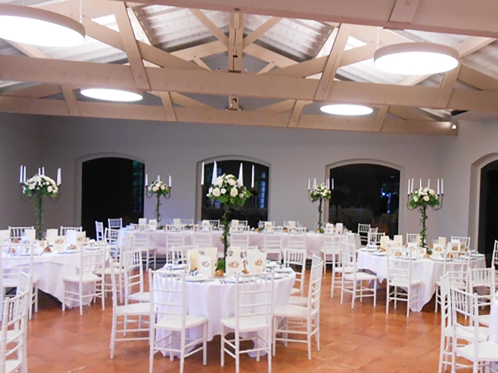 Decor Pour Mariage : Des compositions florales sur chandeliers