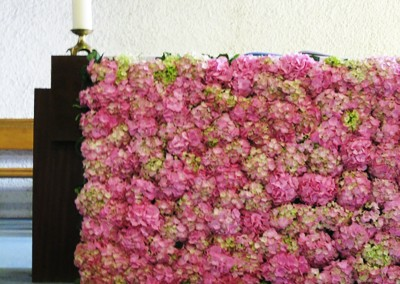 Une décoration florale à fleur unique