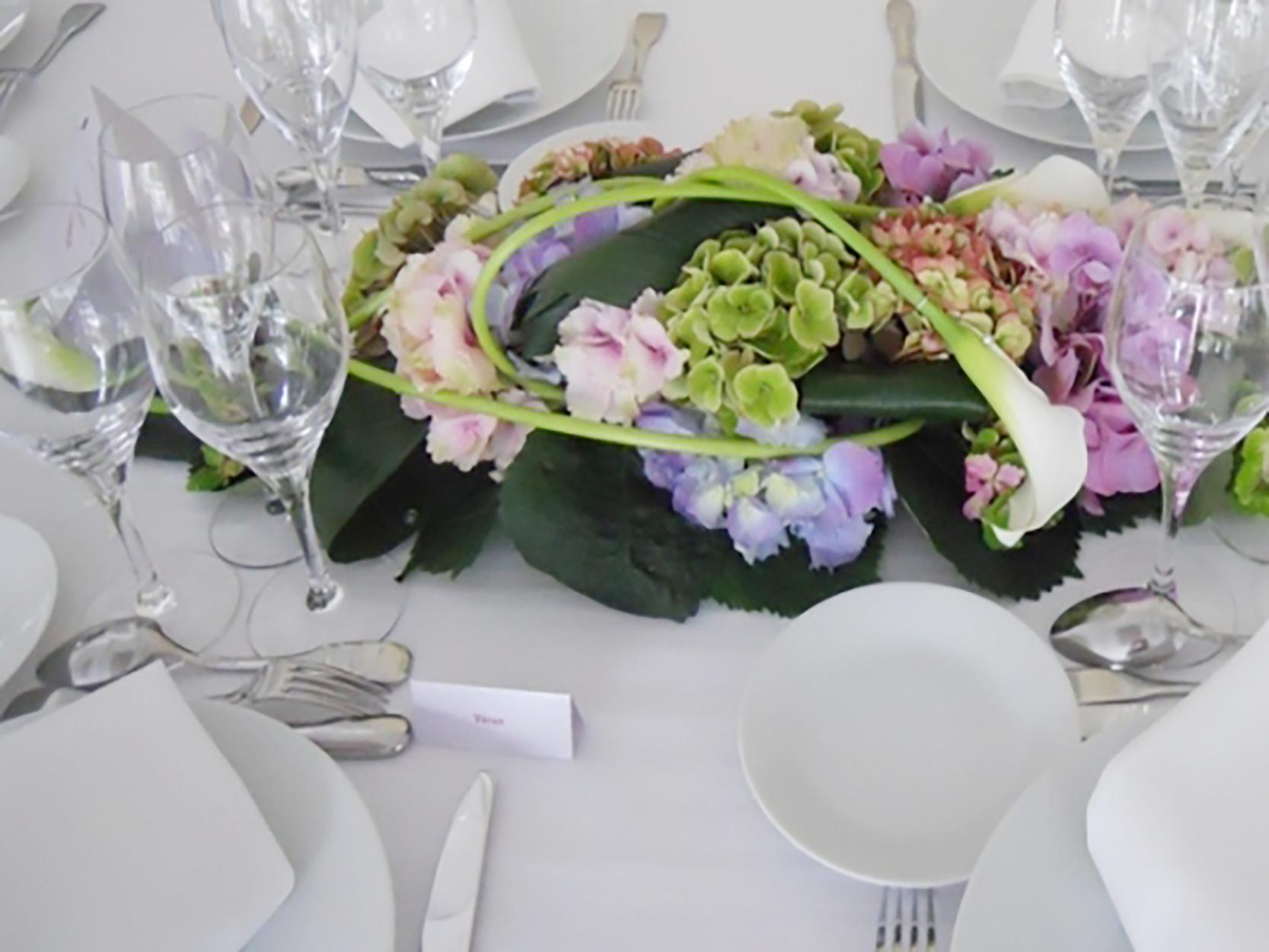 des hortensias multicolores pour un mariage pastel. Black Bedroom Furniture Sets. Home Design Ideas