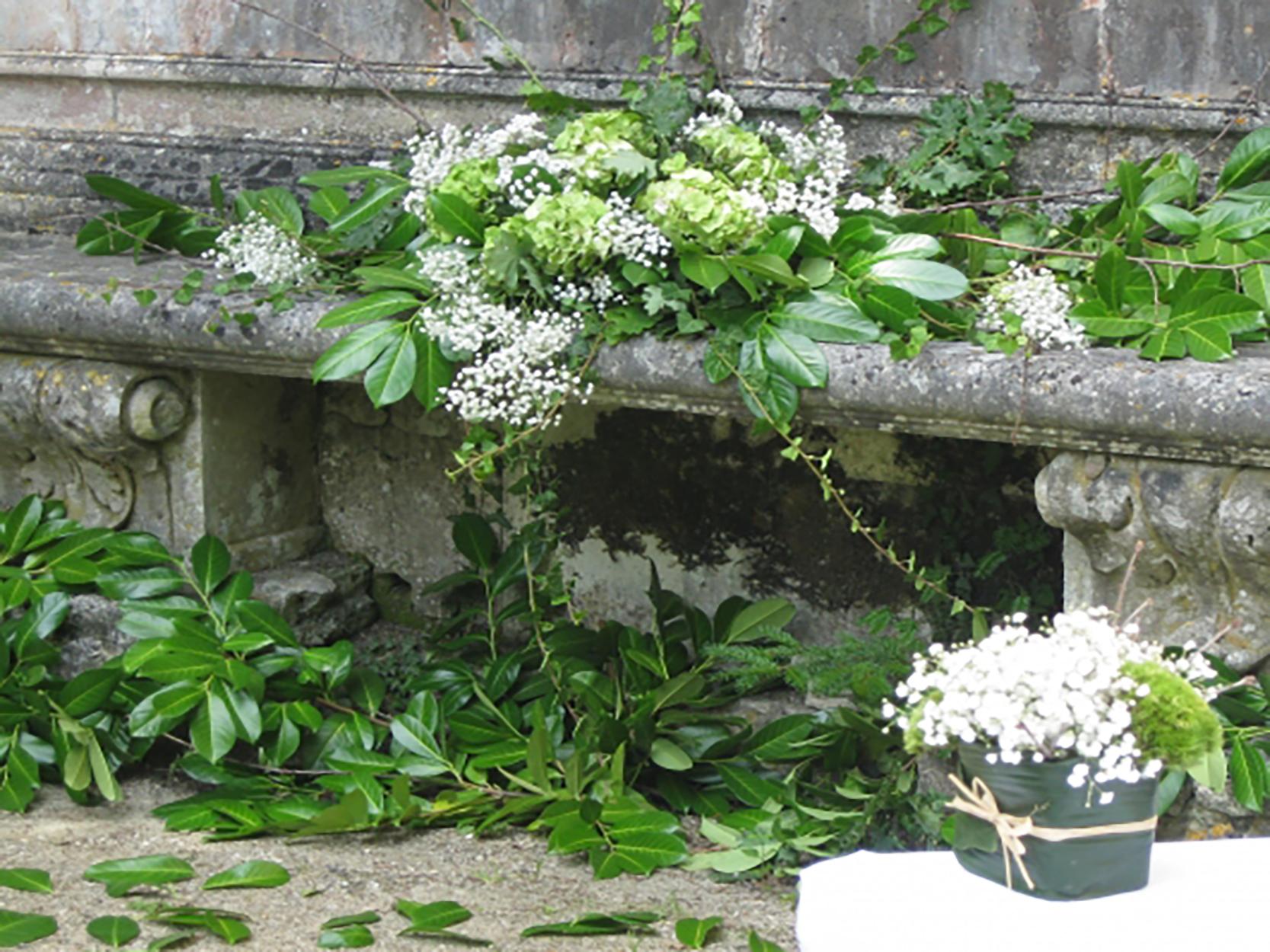 Une d coration florale de mariage dans un chai viticole for Composition florale exterieur hiver