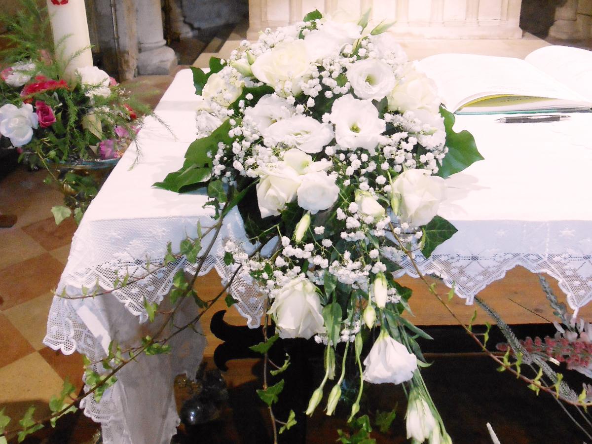 nous avons choisit de miser sur une dcoration florale compose uniquement de fleurs blanches couleur universelle pour un mariage - Chateau Dauzac Mariage