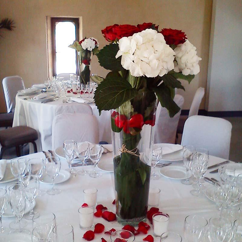 Un mariage en rouge et blanc - Decoration florale mariage centre de table ...