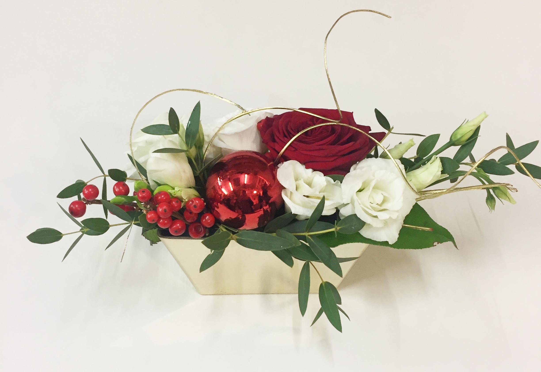 trendy composition florale de noel originale dedans faitesle vous mme with composition florale. Black Bedroom Furniture Sets. Home Design Ideas