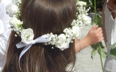 Des couronnes florales pour une communion