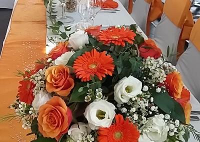 Décoration orange et blanche