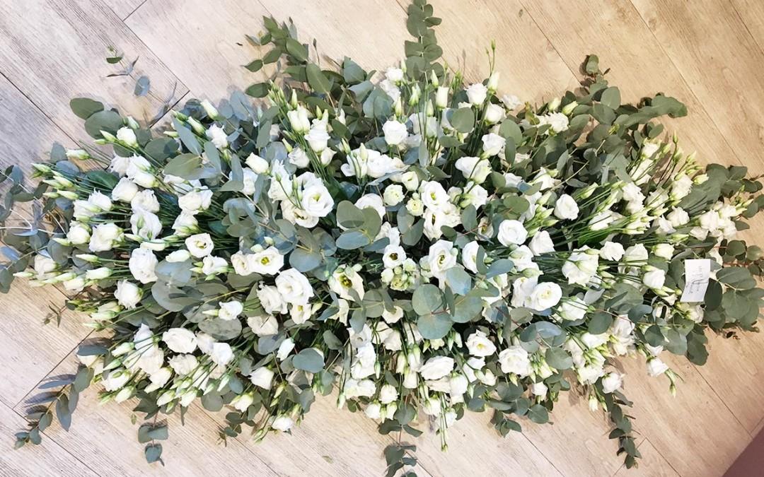 fleurs-pour-hommage-et-deuil