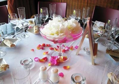 Des coupes de pivoines blanches pour un mariage élégant