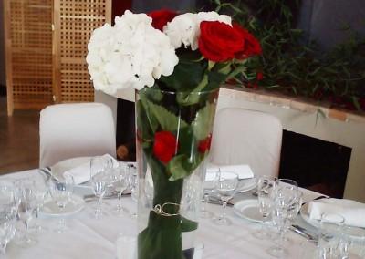 Une décoration florale pour un mariage rouge et blanc